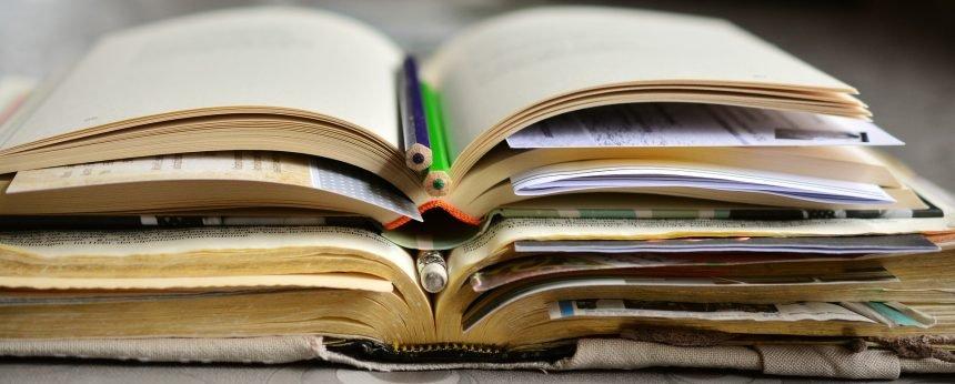 El carácter acumulativo de la ciencia exige la revisión de trabajos anteriores, de lo que se ocupa la Bibliografía